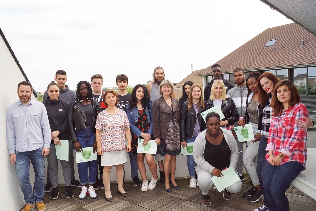 Chantier communal: Catherine Aliquot-Vialat récompense nos jeunes